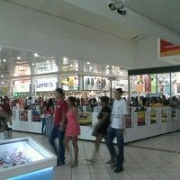 Foto tirada no(a) Araguaia Shopping por Fábio A. em 7/7/2012