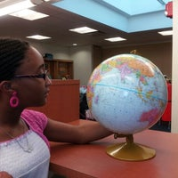 Foto scattata a Queens Library at Sunnyside da Alexis C. il 8/31/2012