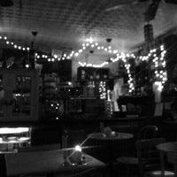 Foto tirada no(a) Cafe Pick Me Up por aika n. em 3/22/2012