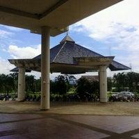Foto tirada no(a) อาคารอำนวยการ มหาวิทยาลัยเทคโนโลยีราชมงคลล้านนา เชียงราย por ModifyMaker B. em 8/11/2012