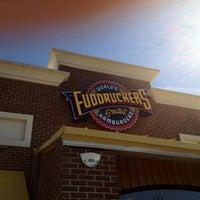 Das Foto wurde bei Fuddruckers von Cristian L. am 3/7/2012 aufgenommen