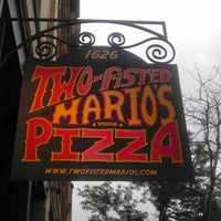 Foto tomada en Two Fisted Mario's Pizza por AndyMike E. el 7/9/2012