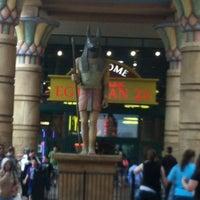 Das Foto wurde bei Cinemark Egyptian 24 von Michael am 8/26/2012 aufgenommen