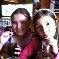 Foto diambil di Illinois Bar & Grill oleh Anthony F. pada 3/31/2012