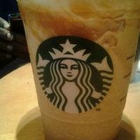 2/10/2012 tarihinde Patricia M.ziyaretçi tarafından Starbucks'de çekilen fotoğraf