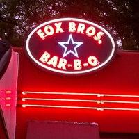 รูปภาพถ่ายที่ Fox Bros. Bar-B-Q โดย Risa E. เมื่อ 5/13/2012