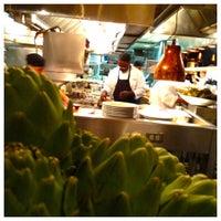 Das Foto wurde bei Houston's Restaurant von Salomon D. am 8/26/2012 aufgenommen