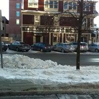Foto scattata a The Old Triangle Irish Alehouse da Marvin G. il 2/14/2012