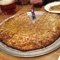 Foto scattata a Star Tavern Pizzeria da Shanen il 3/14/2012