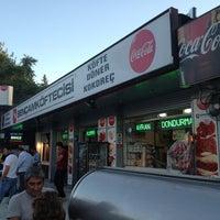 รูปภาพถ่ายที่ Şençam Köftecisi โดย fth_ylmz เมื่อ 9/6/2012