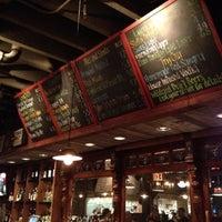 Photo prise au Dinosaur Bar-B-Que par Beau M. le7/15/2012
