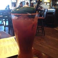 Das Foto wurde bei The Tavern @ St. Michael's Square von Jenn W. am 5/6/2012 aufgenommen