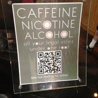รูปภาพถ่ายที่ Halcyon Coffee, Bar & Lounge โดย jeffery k. เมื่อ 3/13/2012