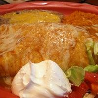 Снимок сделан в Dos Machos Restaurant пользователем Josiah H. 4/23/2012
