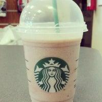Снимок сделан в Starbucks пользователем Kylie L. 4/28/2012