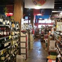 Foto tomada en Jimmy's Food Store por J. Damany D. el 6/13/2012