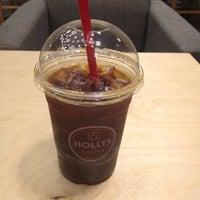 รูปภาพถ่ายที่ HOLLYS COFFEE โดย Budman Hyungku L. เมื่อ 5/8/2012