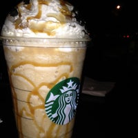 Photo prise au Starbucks par Sofia C. le2/23/2012