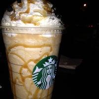 Foto tomada en Starbucks por Sofia C. el 2/23/2012