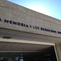 รูปภาพถ่ายที่ Museo de la Memoria y los Derechos Humanos โดย Andrés David A. เมื่อ 4/7/2012