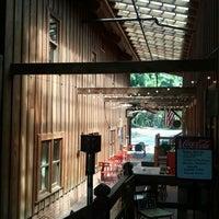 Das Foto wurde bei Artisan Foods Bakery & Café von Jacques B. am 6/22/2012 aufgenommen