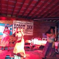 Das Foto wurde bei Scoot Inn von Richard B. am 4/15/2012 aufgenommen