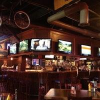 Photo prise au Heroes Sports Bar & Grill par Allan M. le6/7/2012