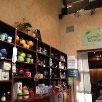 Das Foto wurde bei Tea Zone & Camellia Lounge von Suli C. am 8/17/2012 aufgenommen