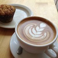 3/12/2012 tarihinde Carolynziyaretçi tarafından Peregrine Espresso'de çekilen fotoğraf