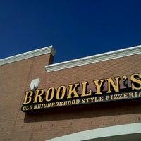 2/19/2012にKyle S.がBrooklyn's Old Neighborhood Style Pizzeriaで撮った写真