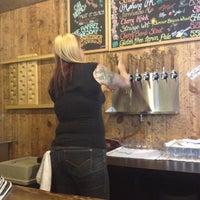 Foto scattata a Strange Craft Beer Company da Shayne S. il 6/28/2012