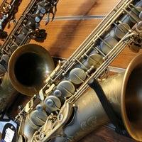 Foto scattata a Cosmo Music - The Musical Instrument Superstore! da Christopher B. il 2/9/2012