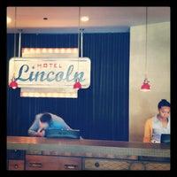 รูปภาพถ่ายที่ Hotel Lincoln โดย Lonnie T. เมื่อ 5/23/2012