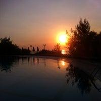 รูปภาพถ่ายที่ Utopia World Hotel โดย Надежда В. เมื่อ 8/16/2012