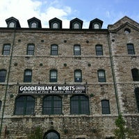 Photo prise au The Distillery Historic District par Yosef Y. le7/7/2012