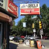 Das Foto wurde bei Lee's Deli von Washie W. am 6/7/2012 aufgenommen
