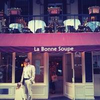 Foto diambil di La Bonne Soupe oleh Danny C. pada 4/8/2012