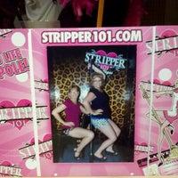 รูปภาพถ่ายที่ Stripper 101 โดย Kimberly P. เมื่อ 7/31/2012