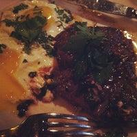 Das Foto wurde bei The Breslin Bar & Dining Room von Alice Q. am 4/21/2012 aufgenommen