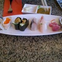 Снимок сделан в Makino sushi and seafood buffet пользователем Jong L. 4/16/2012