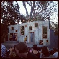 Foto scattata a Griffith Park Free Shakespeare Festival da Kaitlin H. il 8/17/2012