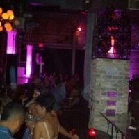 Foto diambil di Hot Water / Wherehouse oleh Arturo D. pada 7/8/2012