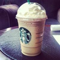 Foto tirada no(a) Starbucks por David O. em 4/30/2012