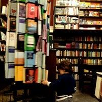 Foto tirada no(a) Librería El Virrey por Raúl V. em 8/11/2012