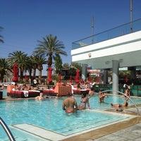 Foto tirada no(a) Palms Pool & Dayclub por Andrea K. em 7/2/2012