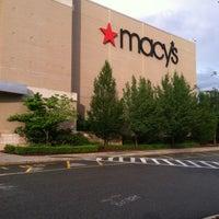 รูปภาพถ่ายที่ Macy's โดย AElias A. เมื่อ 6/25/2012