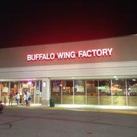 Foto tomada en Buffalo Wing Factory por Doug H. el 9/8/2012