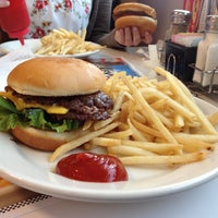 Foto tomada en Steak 'n Shake por Eric S. el 4/12/2012