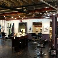 Das Foto wurde bei Melrose & McQueen Salon von Davis A. am 6/7/2012 aufgenommen