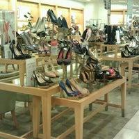 Foto tirada no(a) Perimeter Mall por Ashley J. em 3/2/2012